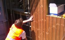 colocação da fachada em reguado de madeira modificada Lunawood sobre duplo ripado - março 2012