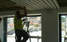 31 Maio 2012 - colocação teto em ripado de madeira