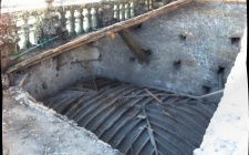 September 2014 - Behind the balustrade come up caissons that support the salons´s ceilings.